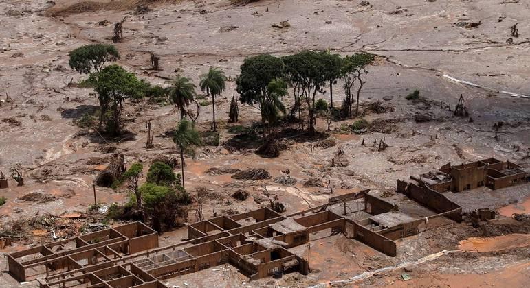 Bento Rodrigues, distrito de Mariana, desapareceu coberto pela lama que matou 19 pessoas