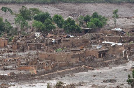 Tragédia deixou 19 mortos e centenas de desabrigados