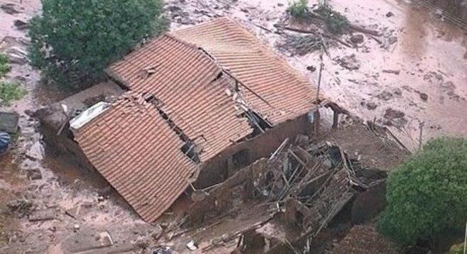 Local atingido pelo rompimento da barragem da Samarco, em Mariana (MG)