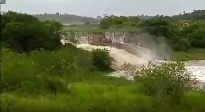 Barragem rompeu por conta da força das águas