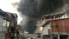 Incêndio atinge indústria em Barueri (SP) e assusta moradores