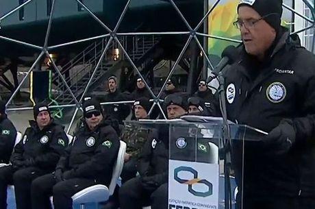 Autoridades discursaram na reinauguração da base