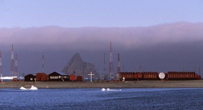 A Base de Orcadas da Argentina, localizada na Ilha Laurie (parte das Ilhas Orkney do Sul, Antártida) é a estação permanente mais antiga do continente branco