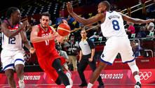Brasileira faz história ao apitar jogo no basquete masculino em Tóquio
