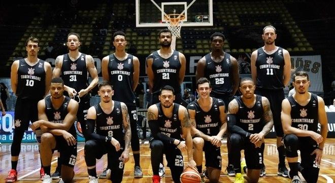 Time de basquete do Corinthians. Não existe mais. Foi 'interrompido'
