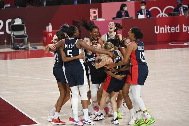 BASQUETE FEMININO - Na disputa pela medalha de bronze, a França venceu a Sérvia por 91 a 76. O Estados Unidos disputa o ouro contra o Japão.