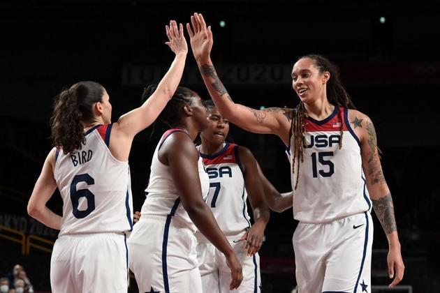 BASQUETE FEMININO - O Estados Unidos está na final do basquete feminino. A seleção americana venceu a Sérvia por 79 a 59 e disputará a medalha de ouro pela sétima Olimpíada consecutiva. As americanas venceram as últimas seis edições e buscam o heptacampeonato olímpico.