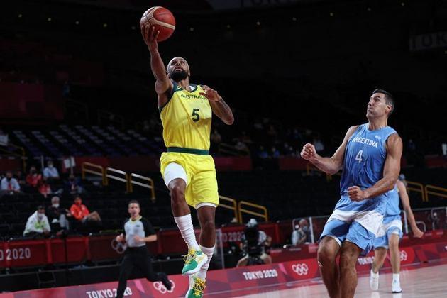 BASQUETE MASCULINO - A Austrália atropelou a Argentina por 97 a 59 e avançou à semifinal. Com isso, os finalistas da última Copa do Mundo já estão eliminados da Olimpíada. Os australianos enfrentarão os Estados Unidos por uma vaga na final.