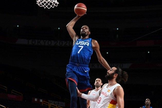 BASQUETE MASCULINO - O Estados Unidos venceu a atual campeã Espanha por 95 a 81. Kevin Durant marcou 29 pontos em 31 minutos e foi o destaque da partida.
