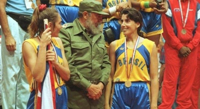 Hortência e Paula, premiadas por Fidel Castro, na conquista do Pan de 1991