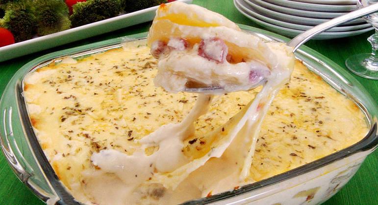Batata gratinada com molho branco