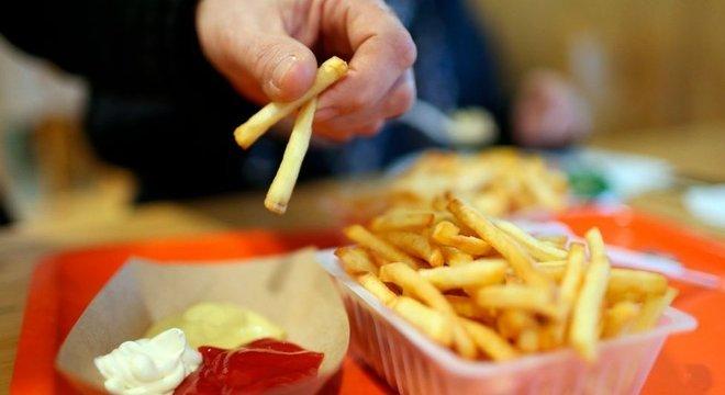 Diante deles, não há dúvidas: são alimentos difíceis de resistir. Mas como classificar os alimentos hiperpalatáveis com maior exatidão?