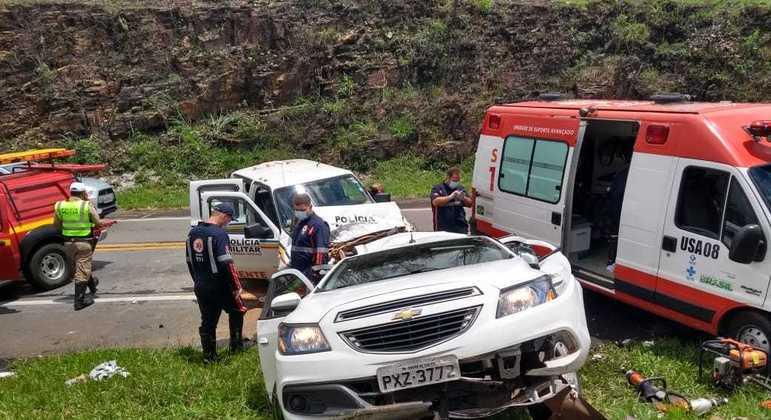 Carro bateu em viatura da PM de Meio Ambiente e os cinco ocupantes morreram