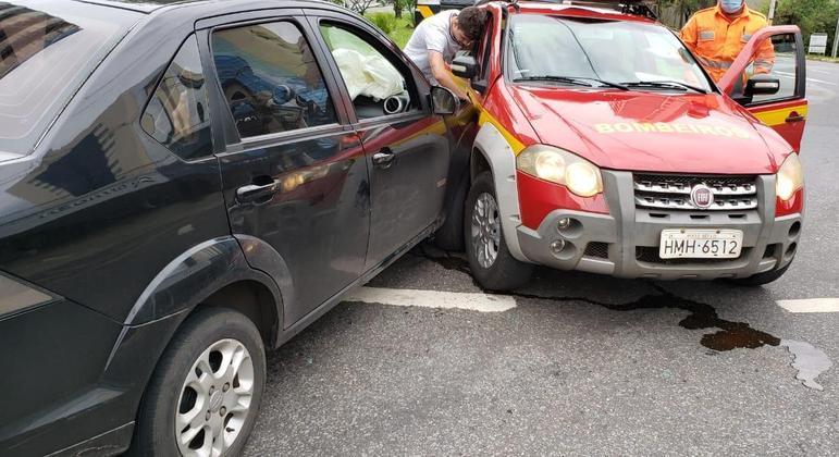 Acidente aconteceu em uma rotatória da avenida Barão Homem de Melo