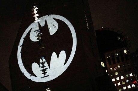 Bat-sinal é projetado em prédio no México