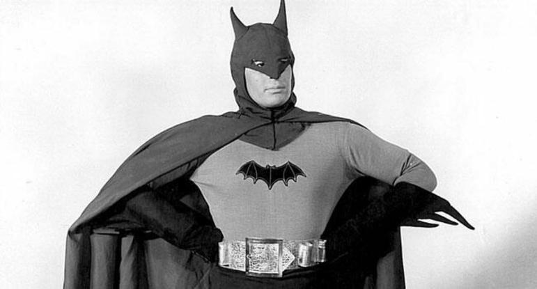 Lewis Wilton, O Batman (1943): o ator foi o primeiro a trazer o super-herói dos quadrinhos para as telonas com o seriado que tem o próprio nome do Homem-Morcego. Em 1965, o seriado foi relançado nos cinemas comoAn Evening with Batman and Robin (Uma Tarde com Batman e Robin,em tradução livre)