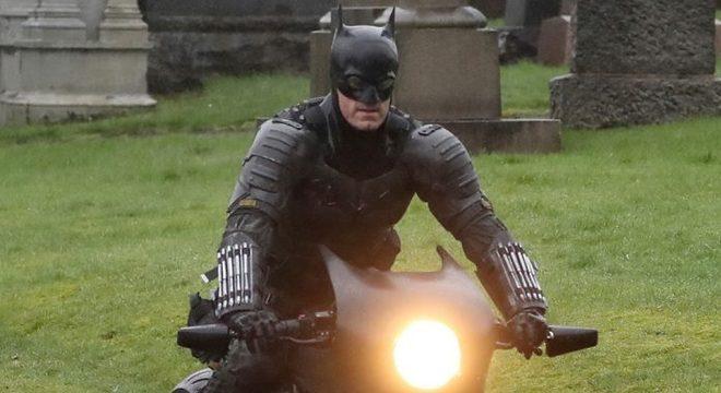 """Imagens inéditas do novo """"Batman"""" mostram mais detalhes do herói; veja"""