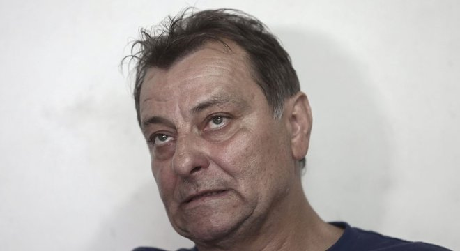 Battisti dá entrevista em foto de 2017; o italiano passou os últimos anos no Estado de São Paulo