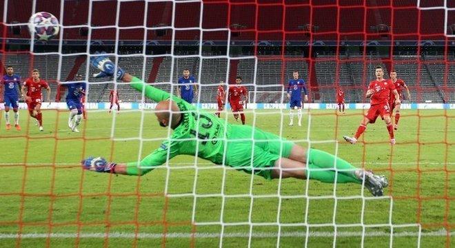 O momento do penal convertido por Lewandowski, Bayern 1 X 0