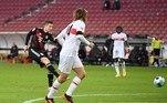 O Bayern de Munique também jogou neste sábado e, de virada, saiu vitorioso do confronto contra o Stuttgart. Coman, Lewandowski e Douglas Costas marcaram os gols da vitória de 3 a 1. Coulibaly anotou para os mandantes