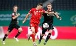 O Bayern de Munique conquistou o bicampeonato da Copa da Alemanha ao vencer o Bayer Leverskusen por 4 a 2 na finalíssima da competição, disputada neste sábado (4), no Estádio Olímpico de Berlim.Os gols do campeão da Bundesliga (Campeonato Alemão) por antecipação foram marcados pelo lateral-esquerdo austríaco David Alaba, o atacante Serge Gnabry e o artilheiro polonês Robert Lewandowski (2). O zagueiro Sven Bender e o meia Kai Havertz fizeram os gols do Leverkusen