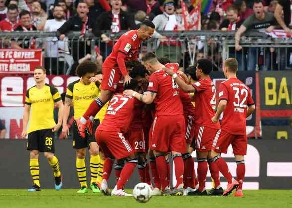 Bayern de Munique - Neuer, Kimmich, Boateng, Alaba, Davies; Thiago, Goretzka, Gnabry; Müller, Messi e Lewandowski. Técnico: Hans-Dieter Flick.