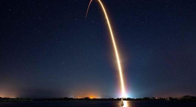 Conforme mais satélites são lançados em órbita, o espaço ao redor do nosso planeta se torna mais lotado