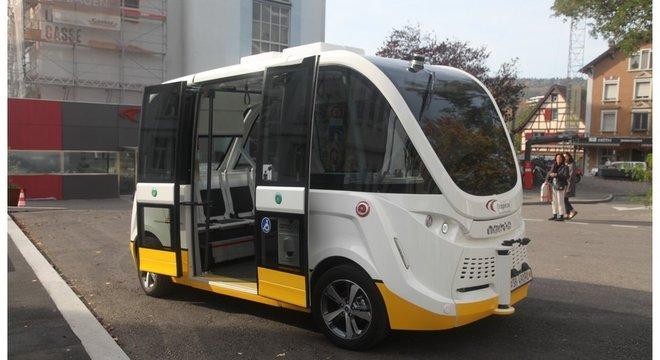 Na Suíça, ônibus sem motorista que busca passageiro em casa vem sendo testado