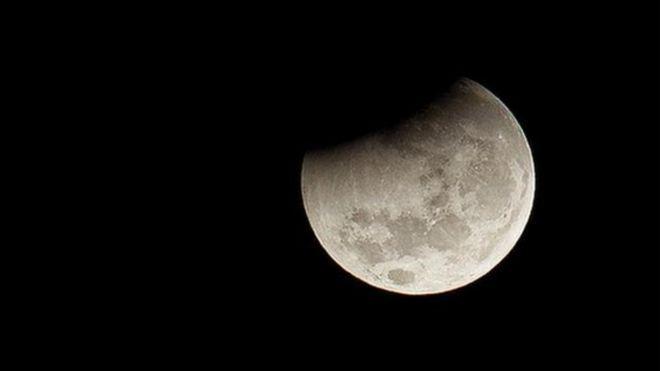 A Lua não tem atmosfera, ou seja, não tem oxigênio, e por isso o achado de óxido é surpreendente