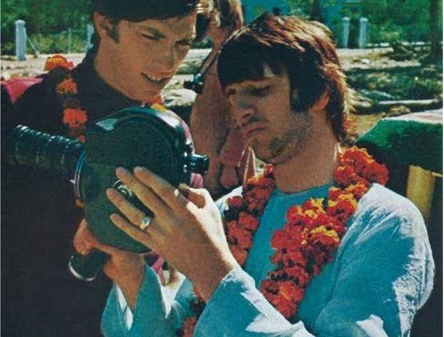 larry kurland Ringo deu a Saltzman (à esq.) uma câmera para que ele também gravasse cenas da banda