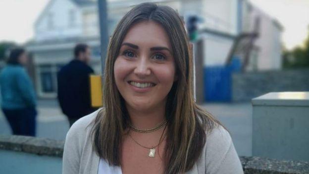 Katie McGrath vê o efeito que a 'perfeição' nas mídias sociais tem nas suas alunas