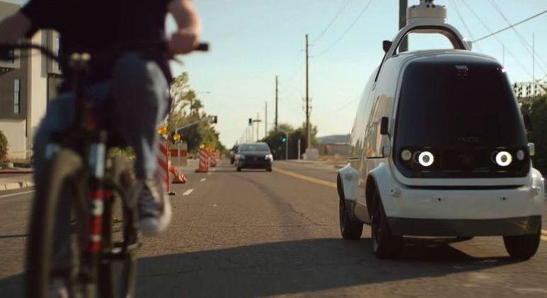 O R2 usa um radar, imagem térmica e câmeras de 360 graus para direcionar seu movimento