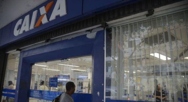 Pagamento do PIS é feito pela Caixa e o Pasep, pelo Banco do Brasil