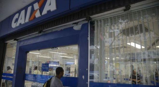 Com feriado antecipado, bancos de São Paulo abrem em 9 de julho