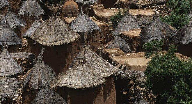 As comunidades do grupo étnico Dogon geralmente seguem um estilo de vida tradicional