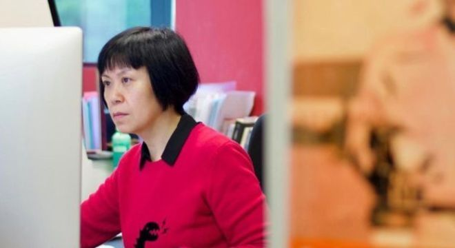 A cineasta Louisa Wei edita seu novo filme