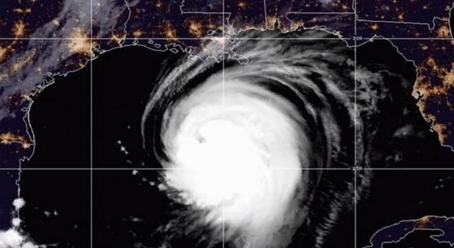 Autoridades ordenaram evacuação de mais de meio milhão de pessoas
