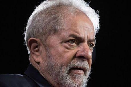 Lula é acusado de receber propinas das construtoras OAS e Odebrecht por meio de reformas