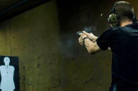"""A maior parte da população não defende o direito a se armar. Na mais recente pesquisa Datafolha sobre o assunto, feita em dezembro, 61% dos entrevistados disseram que a posse deve """"ser proibida, pois representa ameaça à vida de outras pessoas"""""""
