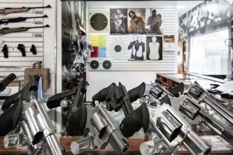 A posse de arma é uma autorização emitida pela Polícia Federal para que um cidadão possa ter um arma dentro de casa ou no lugar de trabalho, contanto que seja ele o titular ou o responsável legal pelo estabelecimento