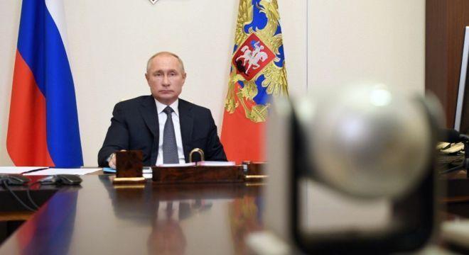 O presidente da Rússia, Vladimir Putin, preside reunião sobre a vacina Sputnik V