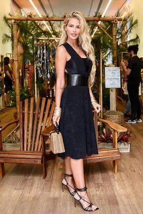 A modelo e atriz Yasmin Brunet roubou a cena com look sexy