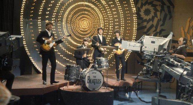 Beatles em apresentação na BBC em 1966; influência da banda britânica se estendeu para diversos estilos musicais