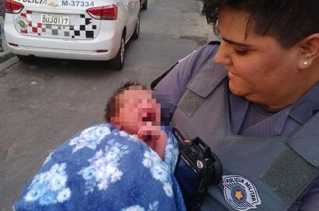 Polícia resgata bebê abandonado em SP