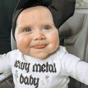 Bebê faz sucesso na internet