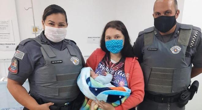 Bebê salvo tem apenas 25 dias de vida