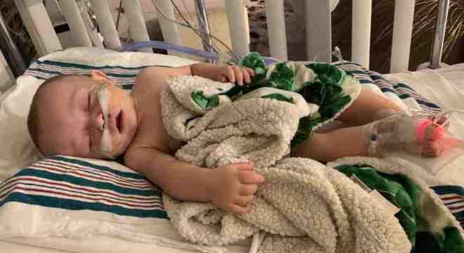 Bebê foi parar na UTI após beijo de visita com gripe