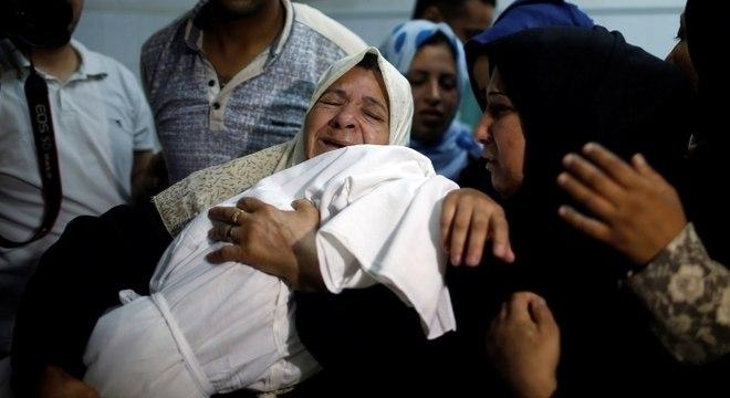 Bebê morreu por inalação de gás lacrimogênio em protestos na fronteira