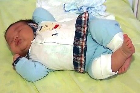 Menino nasceu saudável, segundo os médicos