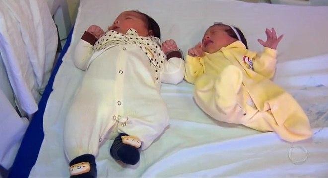 'Bebê gigante' ao lado de outro recém-nascido de tamanho normal